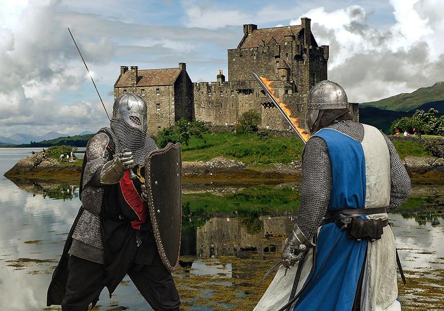 cavalieri medievali che combattono
